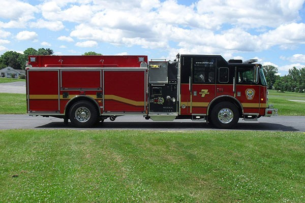 Pierce Saber fire engine pumper tanker - new fire apparatus sales in PA - passenger side