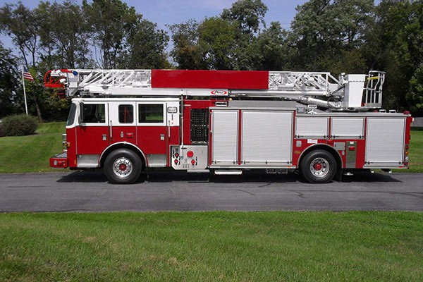 Pierce Arrow XT heavy duty aerial ladder fire truck - new aerial ladder fire truck sales in PA - driver side