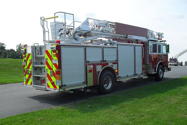 Pierce Arrow XT heavy duty aerial ladder fire truck - new aerial ladder fire truck sales in PA - passenger rear