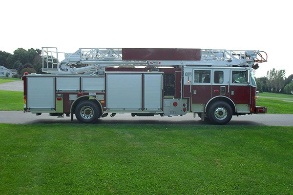 Pierce Arrow XT heavy duty aerial ladder fire truck - new aerial ladder fire truck sales in PA - passenger side