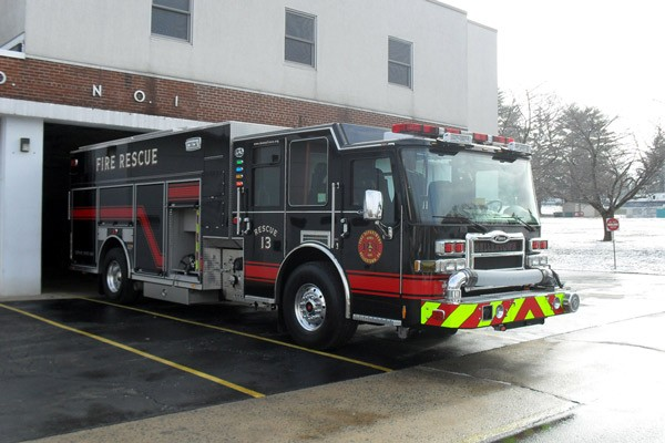 Pierce Dash fire engine pumper - new fire apparatus sales in Pennsylvania - passenger front