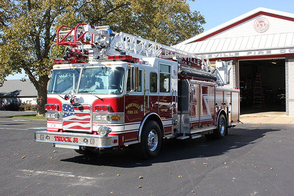 Pierce Arrow XT PUC Heavy Duty Aerial Ladder - Bareville Fire Company - Driver Side View