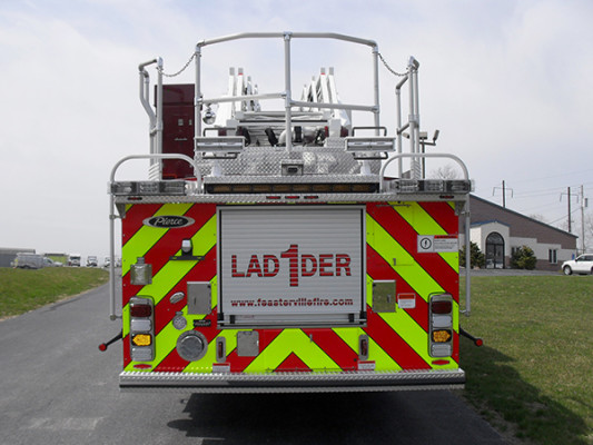Pierce Velocity Heavy Duty Aerial - 105' Ladder Fire Truck