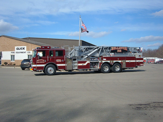 Pierce Arrow XT Mid Mount Aerial - Tower 108 - Ladder Fire Truck