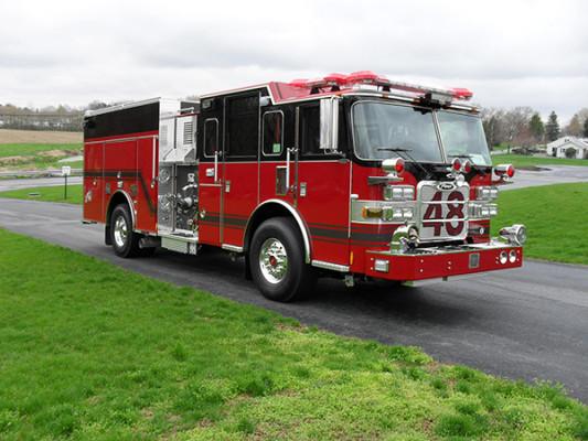 Hershey VFC - 2011 Pierce Arrow XT pumper - Passenger front