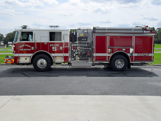 Blue Rock Fire Rescue - Engine 905 - Pierce Arrow XT Pumper Truck - Driver Side
