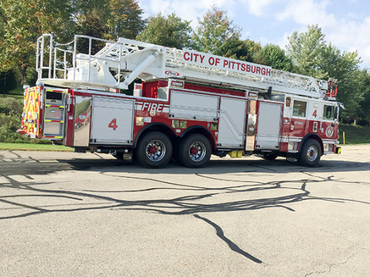 Pierce Arrow XT - 105' Heavy Duty Steel Aerial Ladder Fire Truck - Passenger Rear