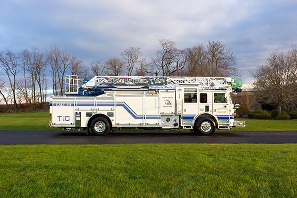 Pierce Arrow XT - 75' Aerial Ladder - Fire Truck 10 - Passenger Side