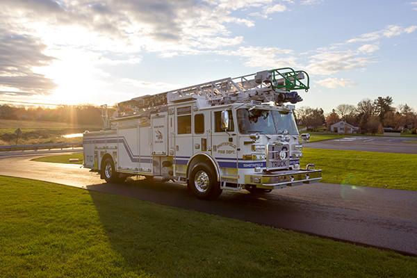 Pierce Arrow XT - 75' Aerial Ladder - Fire Truck 10 - Passenger Front