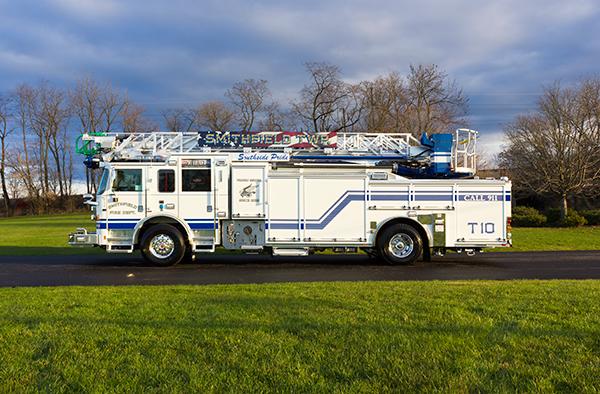 Pierce Arrow XT - 75' Aerial Ladder - Fire Truck 10 - Driver Side