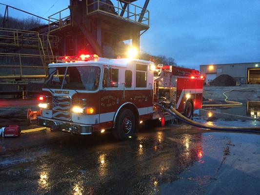Pierce Enforcer Pumper - Dorseyville VFD - 2016 Mulch Factory Working Fire