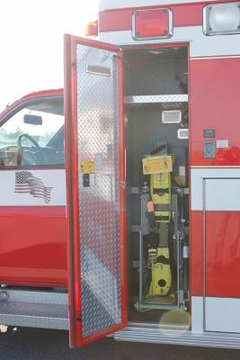 used 2006 Life Line medium duty ambulance for sale - zico oxygen bottle lift