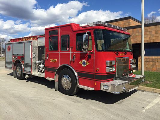 New Castle FD - Pierce Saber FR pumper - fire engine - passenger front