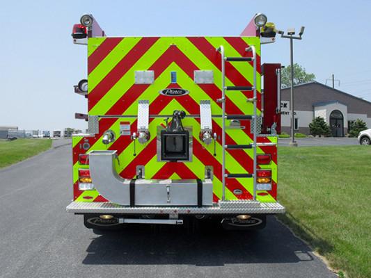 Fire Truck - 2011 Pierce International Dry Side Tanker - rear