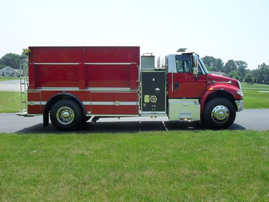 Fire Truck - 2011 Pierce International Dry Side Tanker - passenger side