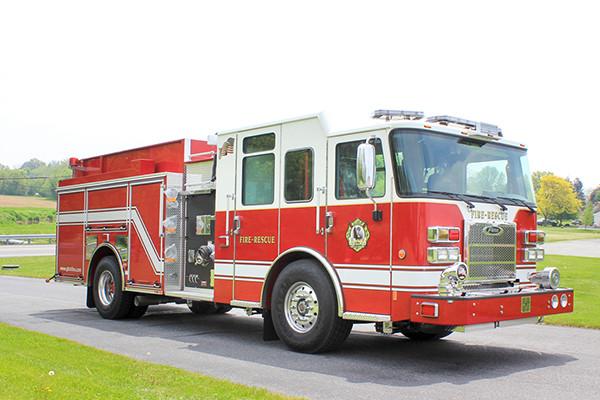 2014 Pierce Saber FR pumper - traditional fire engine - passenger front