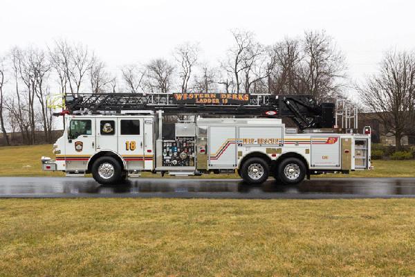 2016 Pierce Velocity Aerial Ladder - Ladder Fire Truck - driver side