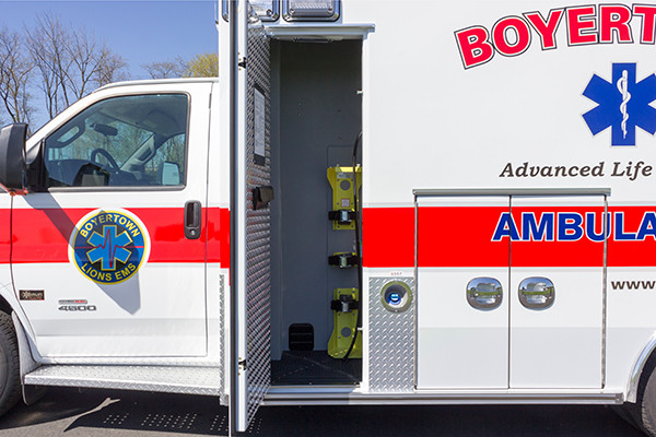 2016 Braun Chief XL type III ambulance - Chevy G4500 - oxygen cabinet