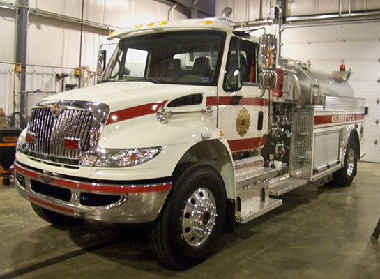 Pierce commercial elliptical tanker - International chassis - Callery VFC - driver front