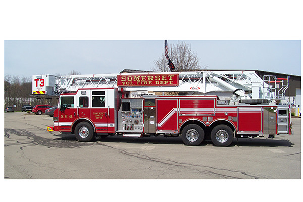 29146 Pierce Velocity 100' aerial platform - fire truck - driver side
