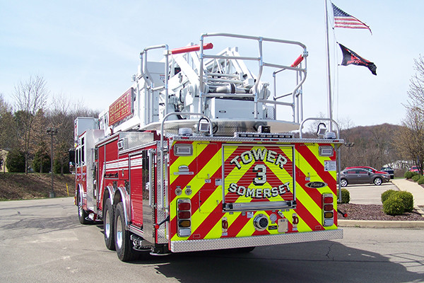 29146 Pierce Velocity 100' aerial platform - fire truck - rear