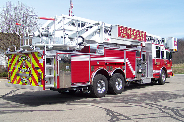 29146 Pierce Velocity 100' aerial platform - fire truck - passenger rear