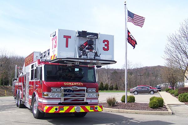 29146 Pierce Velocity 100' aerial platform - fire truck - passenger front