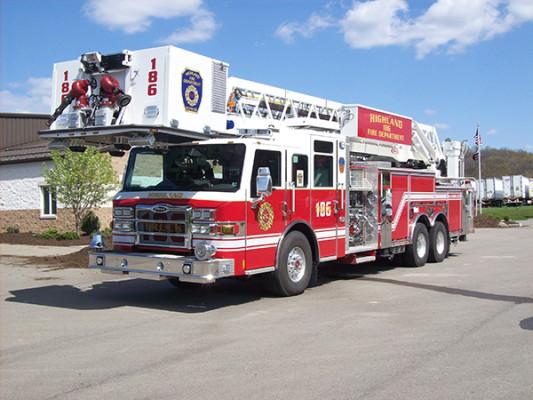 2010 Pierce Velocity - 100' aerial platform fire truck - driver front