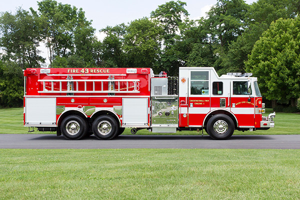 2016 Pierce Arrow XT - tanker pumper fire engine - passenger side