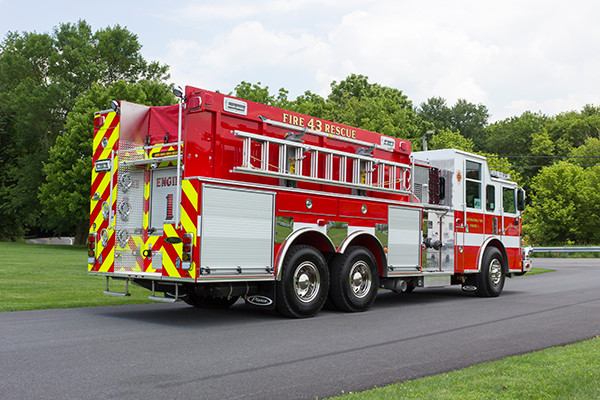 2016 Pierce Arrow XT - tanker pumper fire engine - passenger rear