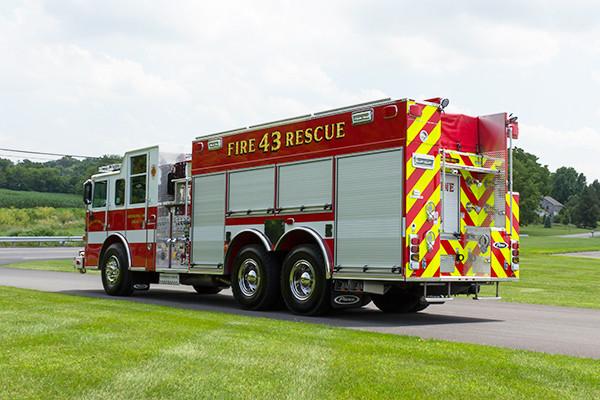 2016 Pierce Arrow XT - tanker pumper fire engine - driver rear