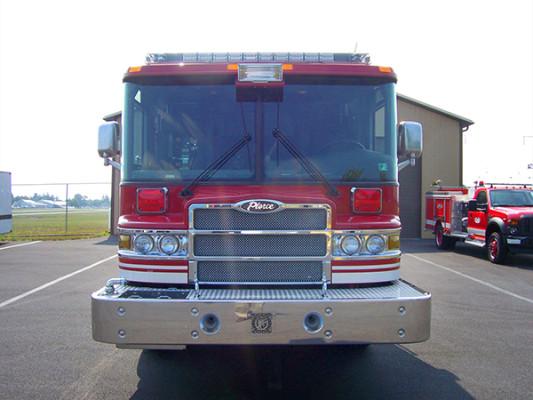2009 Pierce Quantum - pumper fire engine - front