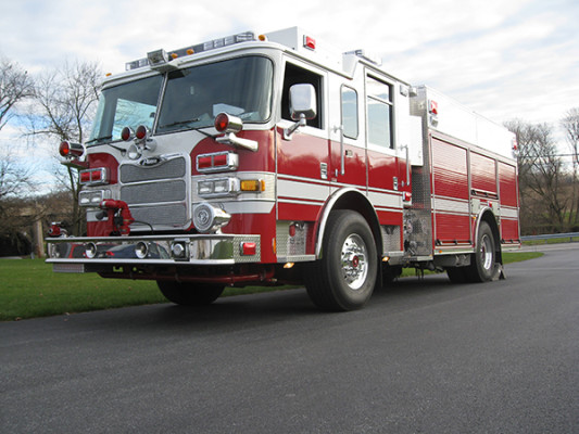 2009 Pierce Arrow XT - PUC rescue pumper fire engine - driver front