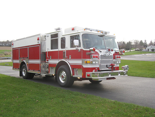 2009 Pierce Arrow XT - PUC rescue pumper fire engine - passenger front