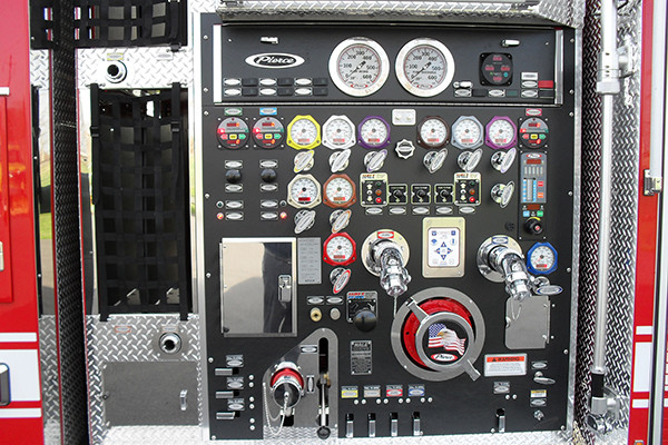 2010 Pierce Arrow XT pumper tanker - fire truck - pump panel
