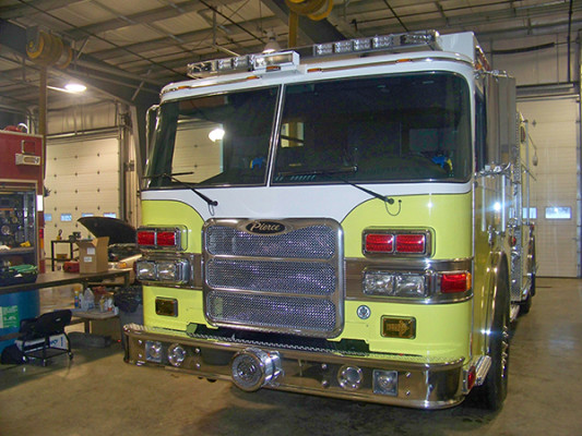 2009 Pierce Arrow XT PUC rescue pumper - fire engine - front