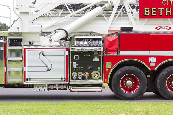 2016 Pierce Velocity mid-mount - 95' aerial platform fire truck - pump control panel