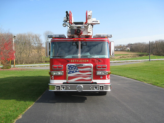 2009 Pierce Arrow XT - new aerial ladder truck - front