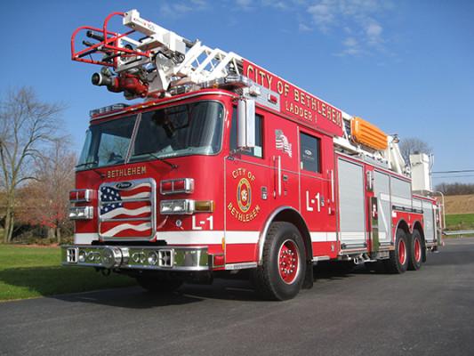 2009 Pierce Arrow XT - new aerial ladder truck - driver front