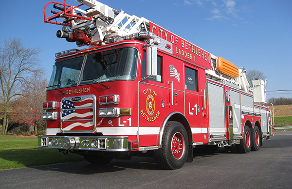 2009 Pierce Arrow XT - new aerial ladder truck - driver front