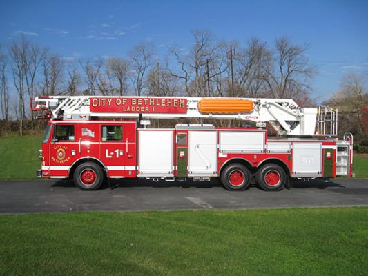 2009 Pierce Arrow XT - new aerial ladder truck - driver side