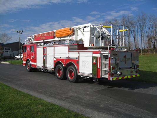 2009 Pierce Arrow XT - new aerial ladder truck - driver rear