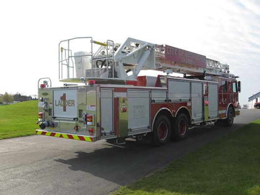 2009 Pierce Arrow XT - new aerial ladder truck - passenger rear