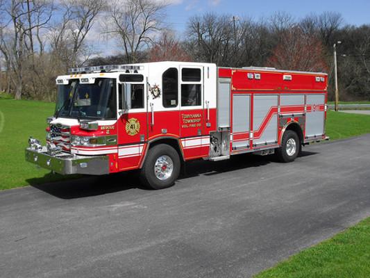 2010 Pierce Quantum PUC pumper - custom fire engine - driver front