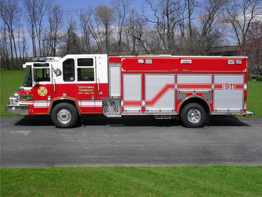 2010 Pierce Quantum PUC pumper - custom fire engine - driver side