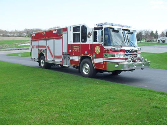 2010 Pierce Quantum PUC pumper - custom fire engine - front passenger