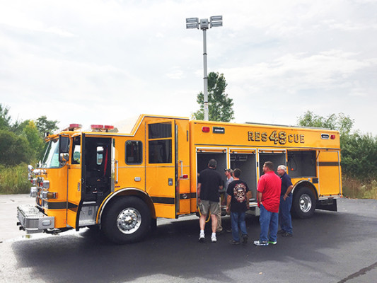 new rescue fire truck - non-walk-in fire rescue - 2016 Pierce Arrow XT - light tower extended