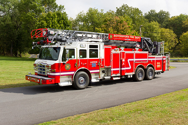 new 105' aerial ladder fire truck - 2016 Pierce Velocity PUC - driver front