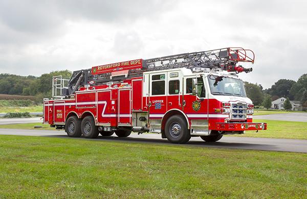 new 105' heavy duty aerial ladder fire truck - 2016 Pierce Velocity PUC - passenger front