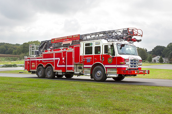new 105' heavy duty aerial ladder fire truck - 2016 Pierce Velocity PUC - passenger front